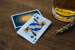 kartenspiel bier blatt könig
